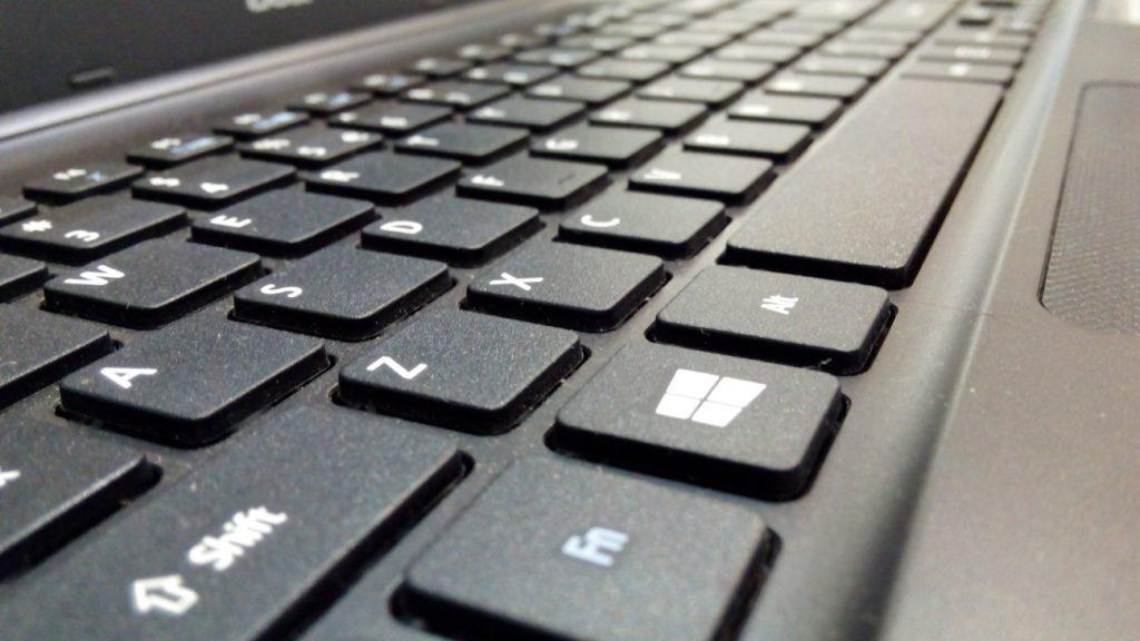 パソコンのキーボードのアップの写真