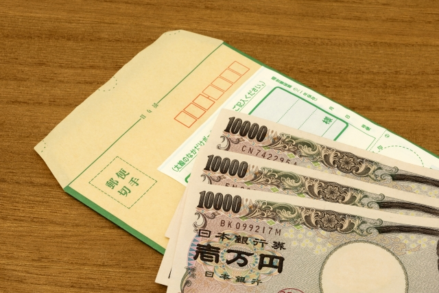 現金と現金書留の写真
