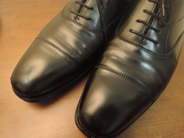 黒い革靴の写真