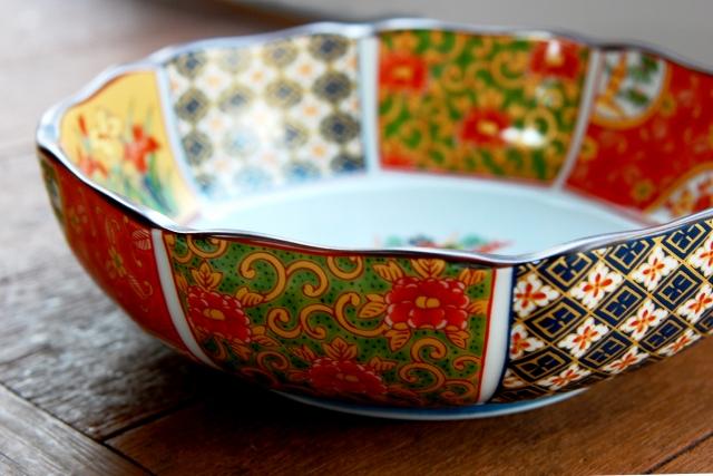 有田焼の陶磁器の写真