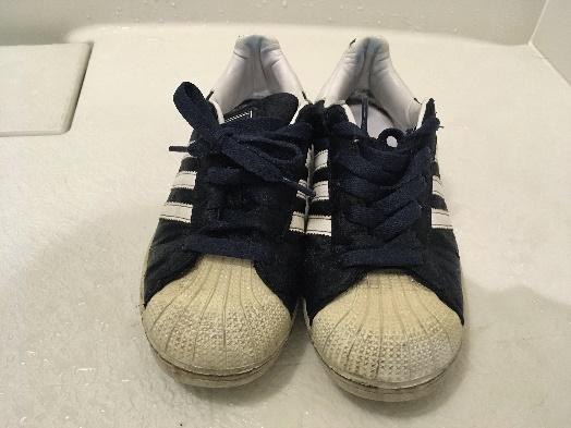 綺麗にする前の靴の写真