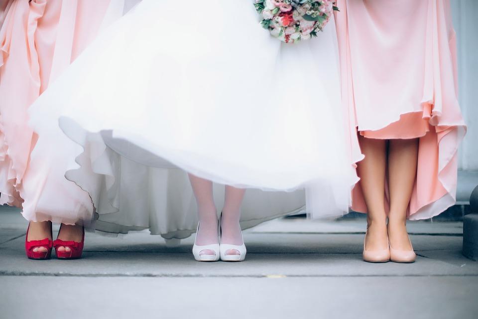 ウエディングドレスの足下の写真