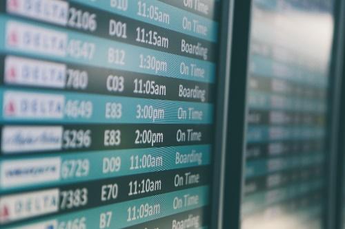 空港時刻表の写真