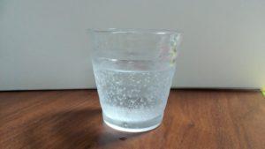 炭酸が入ったグラスの写真