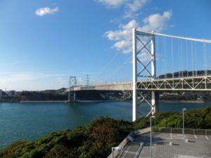 秋の関門橋の写真