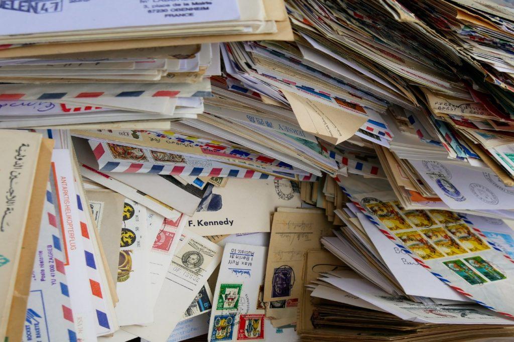 大量の手紙の写真