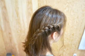 サイドを編み込みヘアサイド