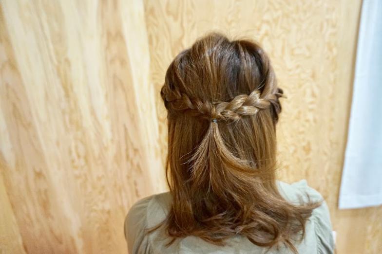 サイドを編み込みヘア