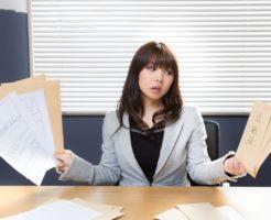 退職届と女性