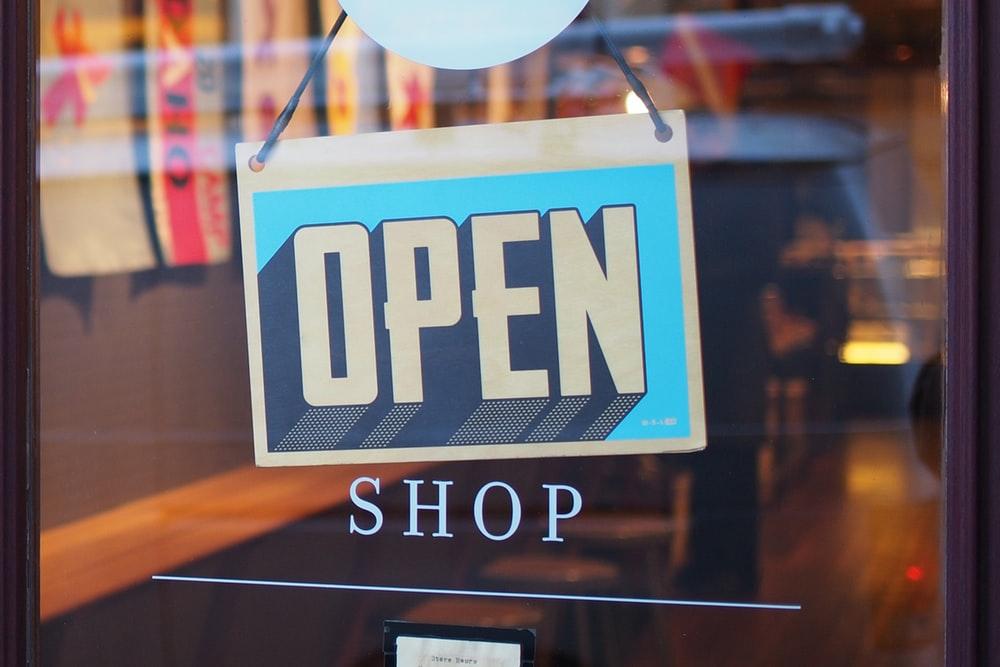 オープンの看板