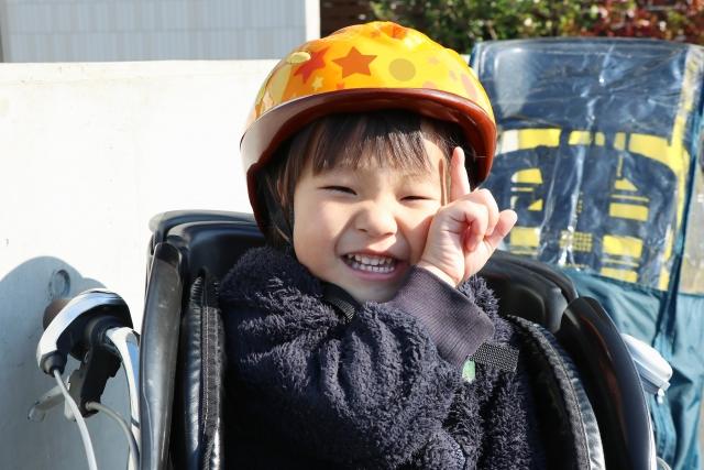 ヘルメットをした子供