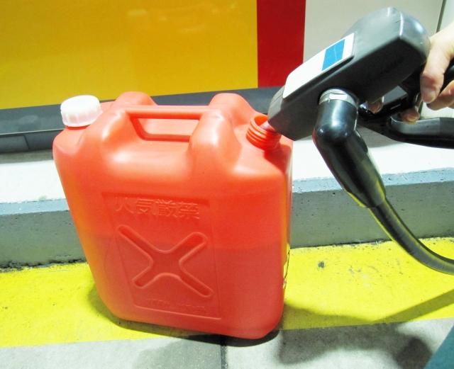 灯油缶に給油