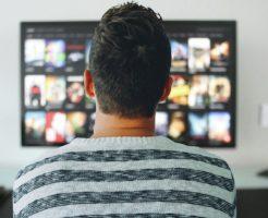 TVを見る人