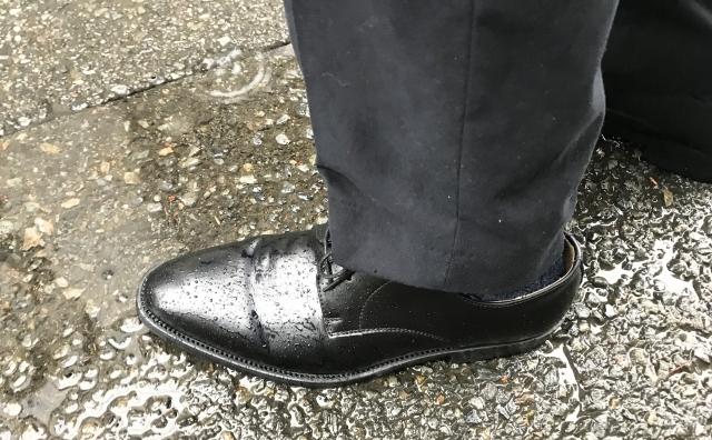 スーツと革靴