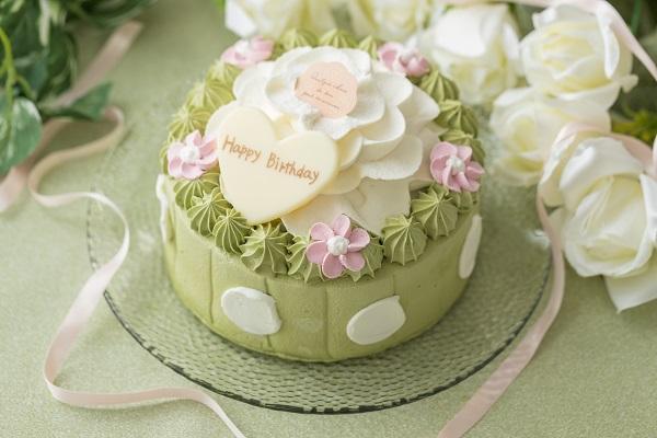 抹茶とホワイトチョコのお花ケーキ